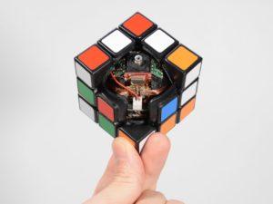 3d-gedruckter zauberwürfel 3d printed rubriks cube human controller