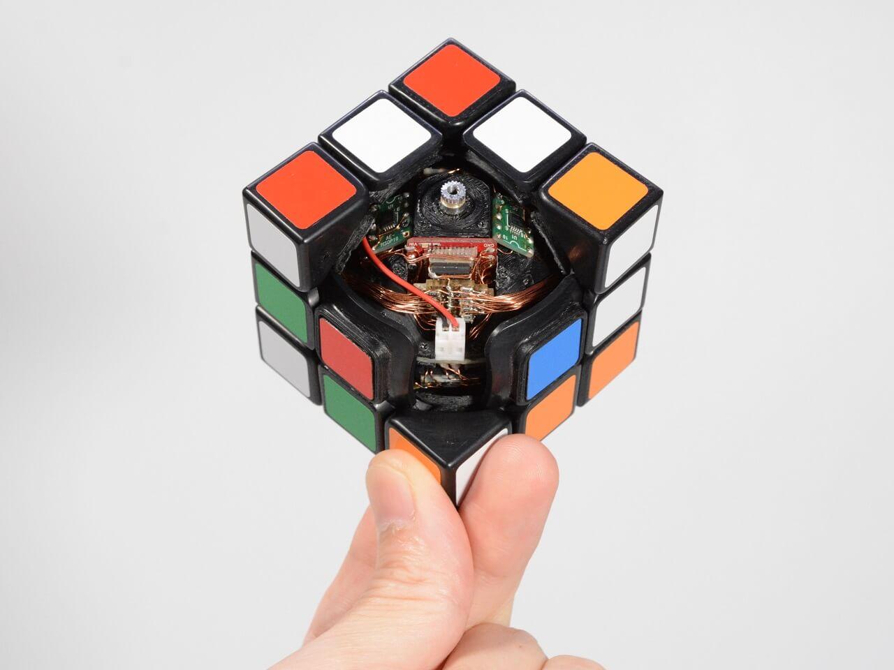 3d-gedruckter zauberwürfel 3d-printed rubriks cube human controller